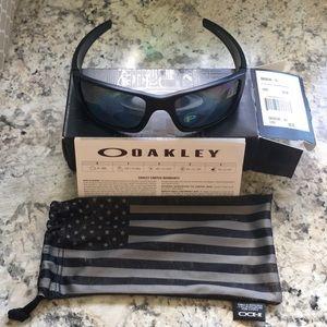 Men's Oakley Matte Black Sunglasses. BRAND NEW